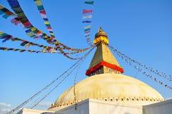 Boudhanath Stupa e bandiere di Montra Immagini Stock
