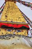 Boudhanath Stupa och flyga för duvor arkivfoto