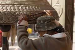 boudhanathbuddisten vallfärdar stupa Fotografering för Bildbyråer
