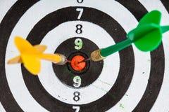 Boudine. cible avec des dards comme fond de sport image libre de droits