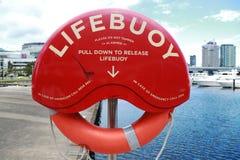 Bouée de sauvetage chez Victoria Harbor à Melbourne Photographie stock libre de droits