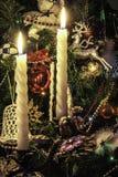 Bougeoir de Noël avec des bougies Images stock