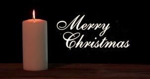 Bougie brûlante et texte de Joyeux Noël banque de vidéos