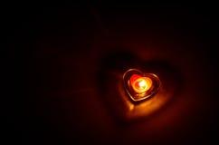Bougie brûlante avec la forme de coeur Image libre de droits