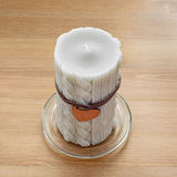Bougie décorative de cire avec peu de coeur orange Photographie stock libre de droits