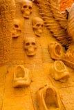 Bougie découpant des crânes Image libre de droits