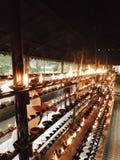 Bougie d'argile dans le temple de la dent Sri Lanka Photo stock