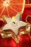 Bougie dans le support en forme d'étoile Photo libre de droits
