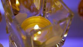 Bougie dans un vase en verre banque de vidéos