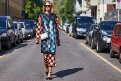 Bougie de Blogger pendant le Milan Fashion Week Photographie stock libre de droits