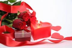 Bougie de coeur avec le boîte-cadeau et la rose de rouge Photo libre de droits