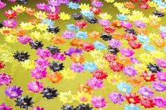 Bougie de Lotus sur le baquet Photographie stock libre de droits