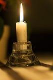 Bougie de méditation brûlant dans la cérémonie religieuse Images libres de droits