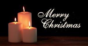 Bougie de Noël avec le texte de Joyeux Noël banque de vidéos