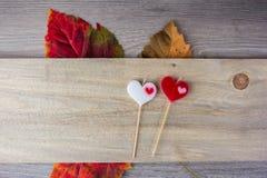 bougie en forme de coeur placée photo libre de droits