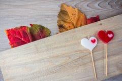 bougie en forme de coeur placée photos libres de droits