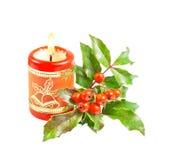 Bougie et houx brûlants de Noël   Image libre de droits
