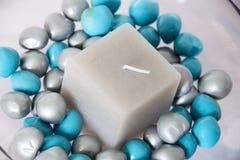Bougie et pierres Image stock