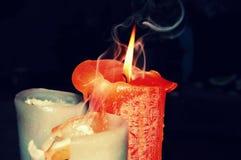 Bougie orange avec de la fumée Image libre de droits