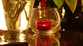 bougie rouge dans la nuit romantique photos libres de droits
