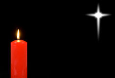 Bougie rouge et une étoile éloignée Photographie stock libre de droits