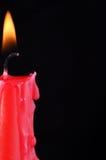 Bougie rouge sur le noir Images libres de droits