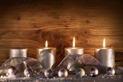 Bougies argentées pour les 3 arrivée Images stock