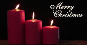 Bougies avec le texte et la lumière de Joyeux Noël banque de vidéos
