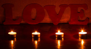 Bougies avec un amour de mot Photos libres de droits