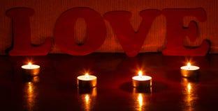 Bougies avec un amour de mot Photographie stock libre de droits