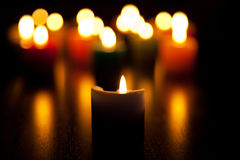 Bougies brûlant pour l'amour Photographie stock libre de droits