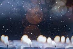 Bougies brûlant pendant le Noël Photos stock