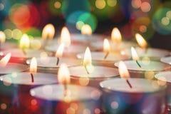 Bougies brûlant pendant le Noël Image stock