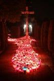 Bougies brûlantes à tout le jour de saints Photo libre de droits