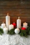 Bougies brûlantes de Noël photographie stock