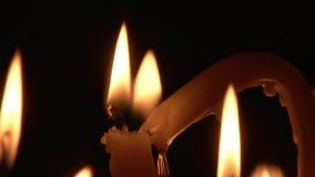 Bougies brûlantes de plan rapproché HD banque de vidéos