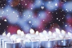 Bougies brûlantes pendant le Noël Image libre de droits