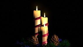 Bougies brûlantes sur le fond du ciel étoilé Photographie stock libre de droits