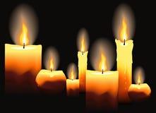 Bougies brûlantes sur le fond noir Illustration Libre de Droits
