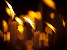 Bougies d'église photo stock