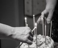 Bougies d'anniversaire d'éclairage Images stock