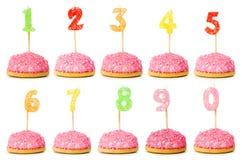 Bougies d'anniversaire sur le blanc Image stock