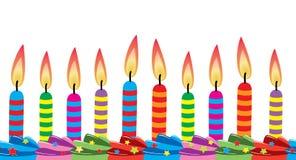 Bougies d'anniversaire sur le gâteau Photographie stock libre de droits