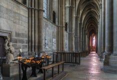 Bougies d'intérieur de Reims de cathédrale Image libre de droits