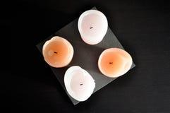 4 bougies d'un plat Photographie stock libre de droits