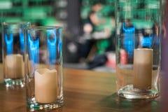 Bougies dans des vases en verre, élément pour la conception et décoration dans le C.A. Photographie stock
