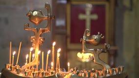 Bougies dans l'église clips vidéos