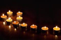 Bougies dans l'obscurité Image stock