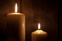 Bougies dans l'obscurité Photo stock