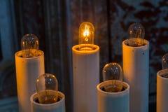 Bougies dans la basilique de Santa Maria, Castel di Sangro, Abruzz Images stock